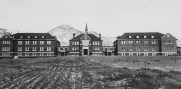 Photograph of Kamloops Indian Residential School, undated. From the Oblate Fathers (Deschatelets) – Les Oeuvres Oblates de l'Ontario collection at the National Centre for Truth and Reconciliation (10a-c000432-d0007-001).